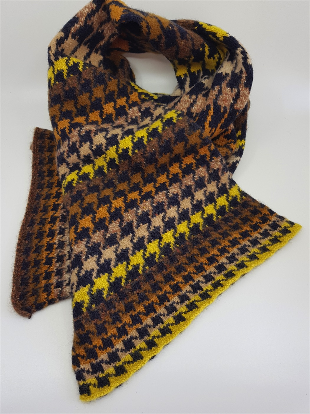 Alison Dupernex AD674 cashmere scarf, houndstooth, £75, W27 x L190 (3)
